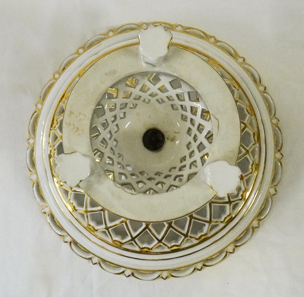 Coupe ajourée en porcelaine de Paris XIXème